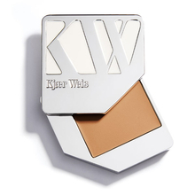 Foundation - Illusion - Kjaer Weis