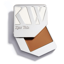 Foundation - Delicate - Kjaer Weis