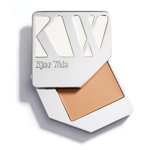 Foundation - Feathery - Kjaer Weis