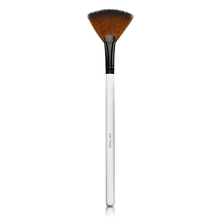 Small Fan Brush - Lily Lolo