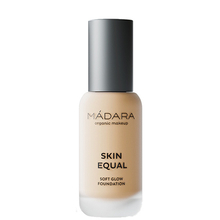 Skin Equal - Soft glow SPF15 foundation (10 shades) - Madara Makeup