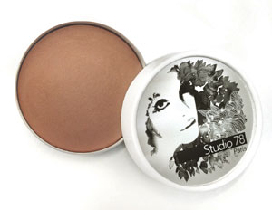 Organic and natural terracotta bronzing powder by Studio 78 Paris